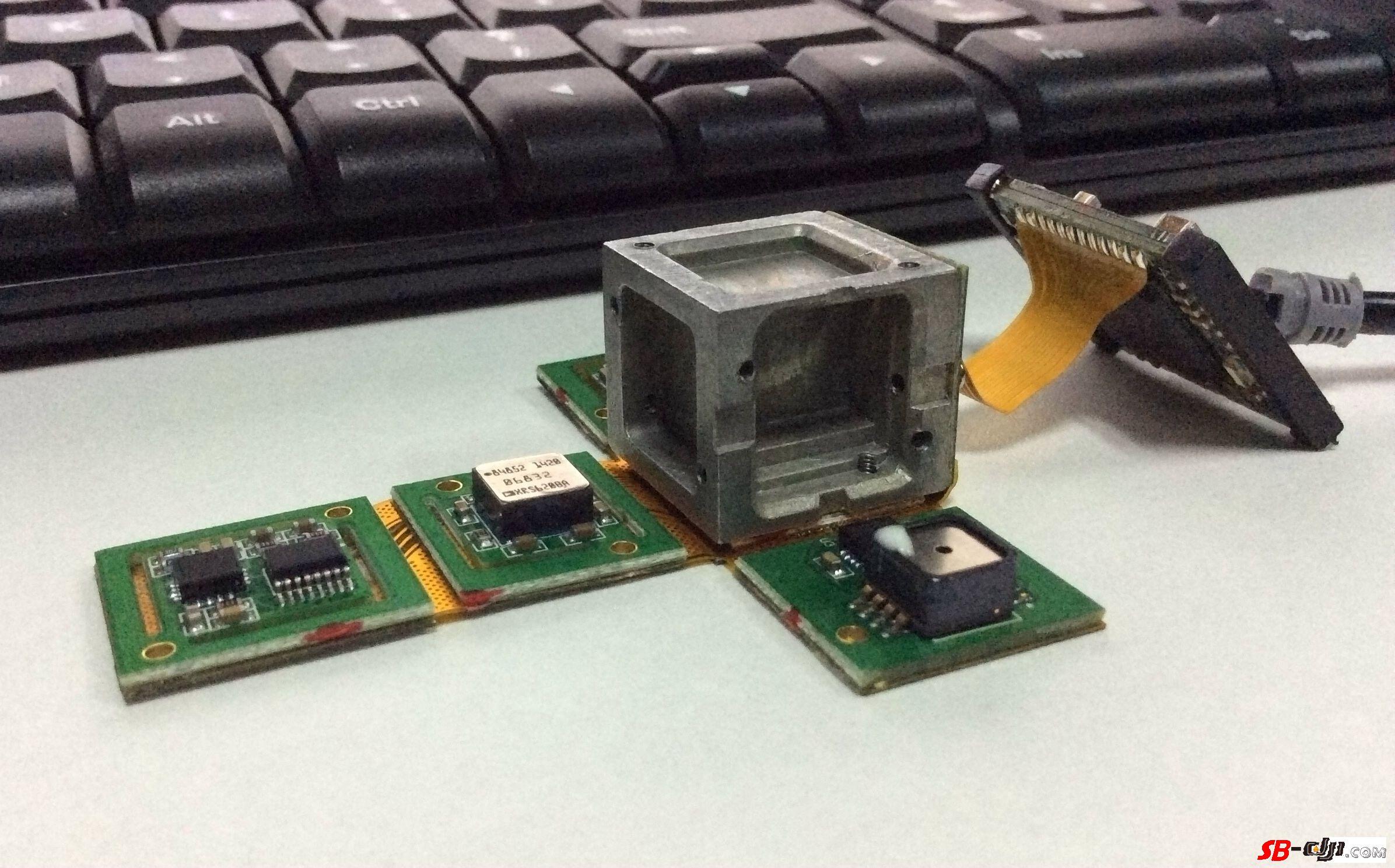 DJI WKM飞控IMU拆解及传感器型号全揭秘