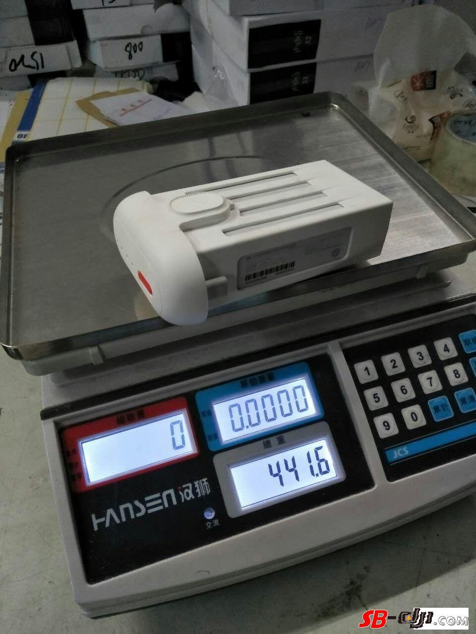 同样都是新电池,容量和重量差距怎么这么大