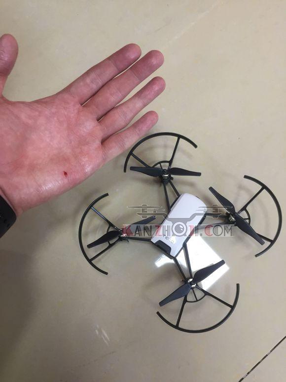 特洛突然抽风只向上飞行 不受手机控制 在与屋顶摩擦3分钟后掉