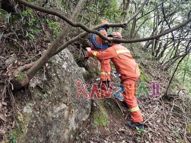 男子寻无人机被困山上,消防员救完人又帮找无人机