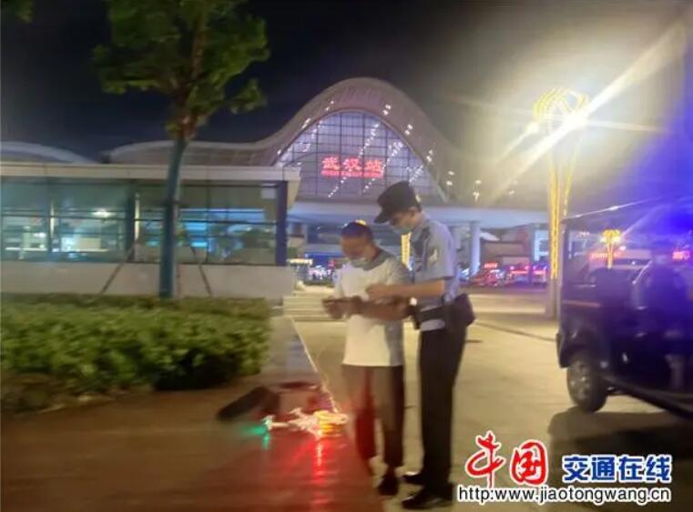 """男子在武汉站""""黑飞""""被铁路警方依法查获"""